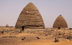 Africa | Sudan - the black pharaohs. Graveyard and Qubbas (Old Dongola). |  © Walter Callens