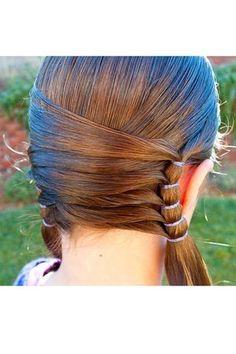 Des couettes entrelacées : 20 coiffures de fête pour changer des barrettes et des couettes ! - Journal des Femmes