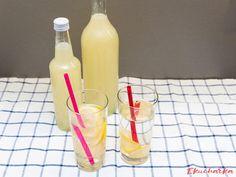 """Citrónový sirup za studena: """"Kdo by si nepamatoval babiččinu citrónovou šťávu? A jak krásně voněla kuchyně když jej připravovala? Připravujeme jej podle stejného receptu dodnes."""" Lemon, Syrup"""