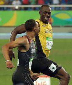 Usain Bolt Extraordinary Photos Of Chatting During 200m Semi-Finals Will Pull You Off Seat | Photos