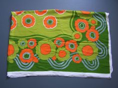 VINTAGE SEVENTIES FLORAL FABRIC ORANGE GREEN WHITE 1960s 1970s 70s RETRO ACCM201