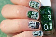 Star Nail Art - MoYou Suki 04 green and black holographic manicure Star Nail Art, Star Nails, My Nails, Tapas, Manicure, Rings For Men, Nail Bar, Nails, Men Rings