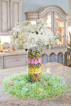 easter decorations 389068855310266929 - Easy DIY Easter candy centerpieces for the table. Elegant easy DIY dollar store Easter decorations for the home or party. Source by TwinsDish Easter Flower Arrangements, Easter Flowers, Easter Colors, Easter Tree, Floral Arrangement, Easter Table Decorations, Decoration Table, Easter Centerpiece, Spring Decorations