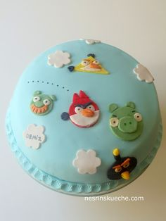 Angry Birds Torte http://nesrinscafe.blogspot.de/2013/08/angry-birds-torte.html