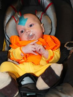 """Avatar: The Last Airbender"" - Baby Aang! The littlest Airbender. Baby Cosplay, Epic Cosplay, Amazing Cosplay, Cosplay Ideas, Avatar Cosplay, Family Costumes, Baby Costumes, Cool Costumes, Cosplay Costumes"