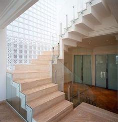 Parede de vidro na caixa de escada pinterest #parededevidro #paredes #decor
