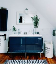 Clean your teeth side-by-side with a double sink #IKEAFAMILYMAG