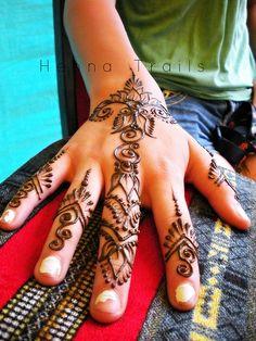 Gonna try to get henna like this during the summer. Mehndi Tattoo, Henna Tattoo Designs, Henna Mehndi, Mehndi Designs, Henna Tattoos, Mehendi, Tatoos, Indian Henna, Temporary Tattoos