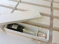 baby com iniciais copy Chandon, Wine Rack, Confetti, Amanda, Storage, Box, Gifts, Beautiful, Design