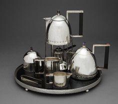 Servicio de té en plata, ébano, amatista y cornalina de 1910 .