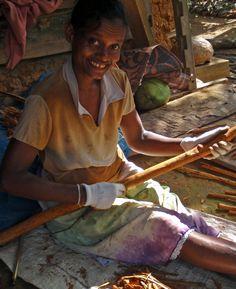 Wir unterstützen bei der gesamten Zimtherstellung die Kleinbauern aus unsere Nachbarschaft.