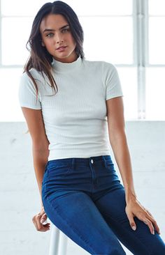 this is a Ribbed Mock Neck Top Girl Fashion, Fashion Outfits, Collar Styles, Sensual, Minimalist Fashion, Mock Neck, Cool Outfits, Turtle Neck, My Style