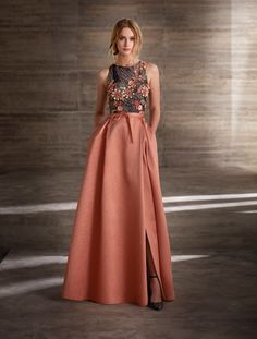 Party dresses and godmother by Manu Garcia Dressy Dresses, Prom Dresses, Pageant Gowns, Lace Dresses, Club Dresses, Dress Skirt, Dress Up, Waist Skirt, High Waisted Skirt
