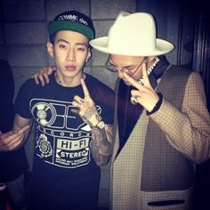 "G-Dragon uploaded a picture on his Twitter with the caption, ""With Jaybumaom."""
