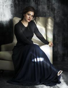 Kajol, Bollywood beauty has always stolen our hearts with her chirpy sense of humor. Today we shall take a look not only at Kajol dresses and her sense of fashion, but also let's focus on her overall personality. Bollywood Stars, Bollywood Girls, Bollywood Fashion, Bollywood Actress, Vintage Bollywood, Dress Indian Style, Indian Outfits, Indian Celebrities, Bollywood Celebrities