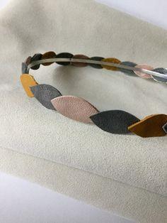 Serre tête motifs pétales en cuir Gris pailleté, moutarde et rose dragée : Accessoires coiffure par nais