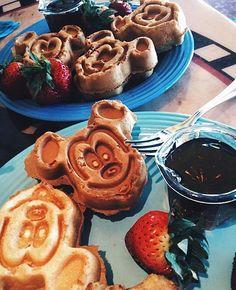 Morning  Waffle  Nutella pro último dia  #perfectcombo #yummy #gordinhasafada #familyvacation #disney