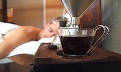 O despertador que te acorda com um café na cama promete tornar as manhãs bem mais gostosas