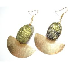 Hammered Bronze Deep Green Olive Resin Stamped Bead Unique Earring... (€20) ❤ liked on Polyvore featuring jewelry, earrings, hammered bronze deep green olive resin stamped bead, wrap jewelry, beading earrings, bronze jewelry, hammered disc earrings and olive jewelry