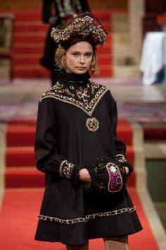 kokoshnik russian traditonal head dress