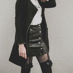 #black #cerna #white #bila #fashion #minimalism #minimalist #highwaist #leatherskirt #vintagetights #bow #tights #pantyhose #sexylegs #ootd #igers #igerscz #allblackeverything #blogger #model #puncochy #puncochace #stockings #bowstockings All Black Everything, Sexy Legs, Minimalism, Fashion Ideas, Leather Skirt, Tights, Stockings, Bow, Happy