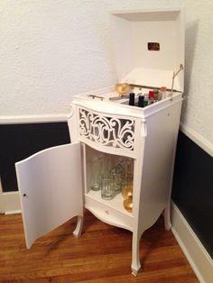Antique victrola turned minibar Vintage Radio Cabinet, Redo Furniture, Painted Furniture, Revamp Furniture, Classy Furniture, Refinishing Furniture, Recycled Furniture, Furniture Rehab, Furniture Makeover