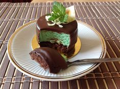 Mátové dortíčky - Víkendové pečení Mint Cake, Sweet Bar, Czech Recipes, Cheesecake Brownies, Mini Cheesecakes, Pavlova, Baked Goods, Dessert Recipes, Food And Drink