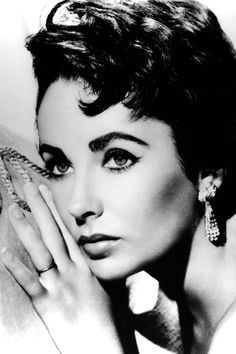 12 celebrity cat eyes to channel now: Elizabeth Taylor
