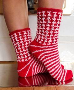 Knitting Socks, Knitting Needles, Marimekko Fabric, Shrinky Dinks, Boot Cuffs, Cool Socks, Sock Shoes, Leg Warmers, Mittens