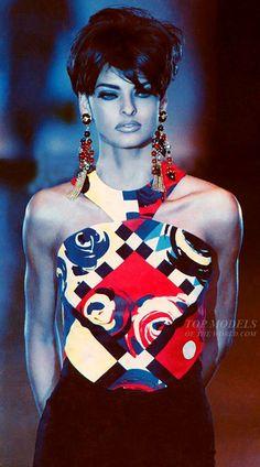 Linda Evangelista walking the runway for Gianni Versace