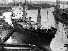 Die Werftindustrie war einmal einer der größten Arbeitgeber in Lübeck. Als dieses Foto Ende der 80er Jahre entstand, waren die goldenen Zeiten aber schon lange vorbei ...