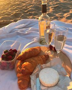 Picnic Date, Beach Picnic, Cute Food, Good Food, Yummy Food, Food N, Food And Drink, Aesthetic Food, Nature Aesthetic
