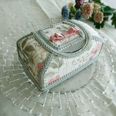 リバティ イルマ♡ウェットティッシュケース   ハンドメイドマーケット minne Fabric Boxes, Covered Boxes, Tins, Decorative Boxes, Accessories, Beautiful, Embellishments, Decorated Boxes, Art