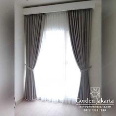 Untuk contoh gorden minimalis warna abu di atas ini di buat atau di pesan untuk 2 buah jendela dengan ukuran yang di buat berbeda. Untuk ukuran yang di buat tentu saja menyesuaikan dengan ukuran jendela yang ada.  #gorden #gordenjakarta #tirai #gordenminimalis #gordenmurah #gordenjendela Curtains, Model, Design, Home Decor, Furniture, Insulated Curtains, Homemade Home Decor, Blinds