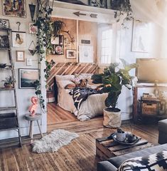Home Interior Design — When you just want to live in a place you don't. Home Interior Design — When you just want to live in a place you don't. Interior Design Living Room, Living Room Decor, Bedroom Decor, Bedroom Ideas, Master Bedroom, Rustic Bedroom Design, Garden Bedroom, Bohemian Interior Design, Single Bedroom
