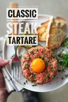 A classic I adore: homemade steak tartare! Raw ground beef with chopped shallots, capers, mayo, gherkins, egg yolk and tabasco. My absolute favorite! Lettuce Recipes, Meat Recipes, Dinner Recipes, Cooking Recipes, Healthy Recipes, Water Recipes, Grilling Recipes, Healthy Foods, Dining