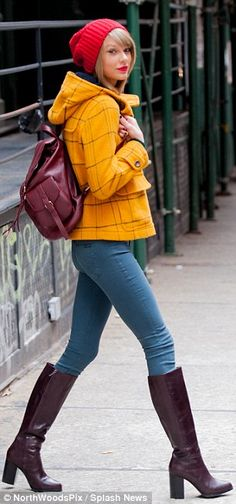 I absolutely love her style! - Taylor Swift shows off pins in skinny jeans as she returns after 1989 world tour Taylor Swift Outfits, Estilo Taylor Swift, Taylor Alison Swift, Taylor Swift Clothes, Taylor Swift Skinny, Taylor Swift Style Casual, Taylor Swift Fashion, Taylor Swift Shoes, Street Style Outfits