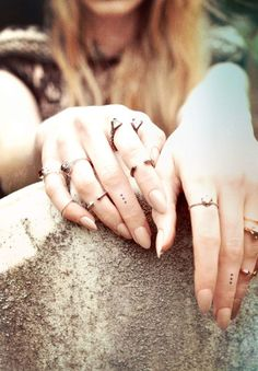 love the nails, rings, and little dot tattoos!! <3