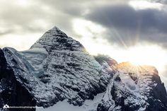 #wetterhorn #sunset Mount Everest, Merry Christmas, Mountains, Sunset, Landscape, Nature, Travel, Weather, Merry Little Christmas