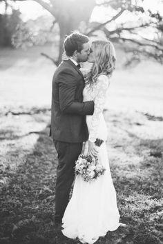 Gorgeous black and white wedding photo | Lace long sleeved wedding dress | Boho wavy hairstyle | Lovely natural bouquet