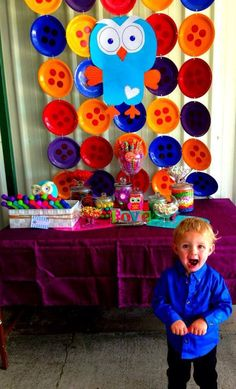 Giggle and hoot candy buffet The backdrop of buttons is cool Harry Birthday, Boy Birthday Parties, Birthday Fun, Birthday Ideas, Wiggles Party, 1st Birthday Decorations, 1st Birthdays, Childrens Party, Party Time