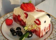 lovablerecipes: Low-calorie cake. Low Calorie Cake, Low Calorie Recipes, Yummy Cakes, Sour Cream, Yogurt, Cheesecake, Strawberry, Pudding, Sweets