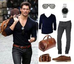Pantaloni grigi e maglioni blu attillato