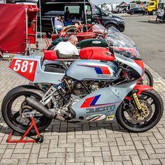 "@classic_motorrad: ""Ducati Pantah #ducati #ducatipantah #ducatiracing #ducatitt #ducatif1 #pantah #classicbike…"" Ducati, Cafe Racer Magazine, Bike Builder, Motorcycle, Cafe Racers, Vehicles, Instagram, Motorcycles, Cars"