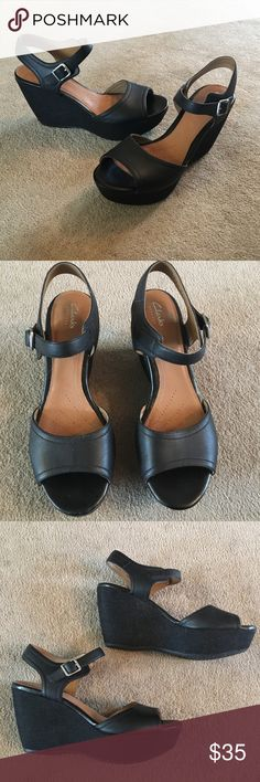 5683e9a9624e28 Clarks black wedge Very comfortable canvas black wedge. Lightly worn