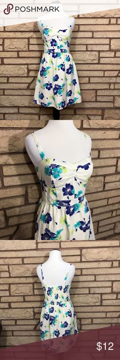 Cute floral dress 🌑Awesome spaghetti strap dresses 🌘In great used condition   🌗Material: 100% cotton  🌖Dimensions: 15in bust, 14in waist & 18in from waist to end 🌕Offers Welcome 🌔Fast shipping 🌓Sorry, no trades 🌒Bundle and save 30% off two or more items 🌑Free gift with every purchase American Eagle Outfitters Dresses