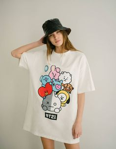 Short dress - T-Shirts - Bershka Bershka Worldwide Kpop Outfits, Edgy Outfits, Fashion Outfits, Bts T-shirt, Fashion 2020, Fashion News, Bts Hoodie, Bts Clothing, Bts Inspired Outfits