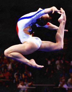 gymnastics and things Gymnastics Stunts, Gymnastics Tricks, Gymnastics Flexibility, Gymnastics Posters, Gymnastics Pictures, Artistic Gymnastics, Gymnastics Girls, Rhythmic Gymnastics, Cheerleading
