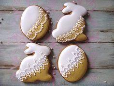by Creative Cookies Belgrade, posted on Cookie Connection. Fancy Cookies, Iced Cookies, Cute Cookies, Sugar Cookies, Easter Biscuits, Cookies Et Biscuits, Easter Cupcakes, Easter Cookies, Cookie Frosting