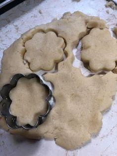 Μπισκοτάκια του λεπτού ..όπως παλιά !!! ~ ΜΑΓΕΙΡΙΚΗ ΚΑΙ ΣΥΝΤΑΓΕΣ 2 Cookie Cutters, Diy And Crafts, Cookies, Sweet, Desserts, House, Ideas, Food, Healthy Cookies